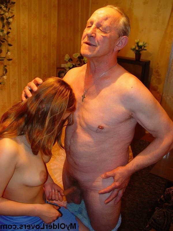 gruppen nackter frauen schlafen – Erotic
