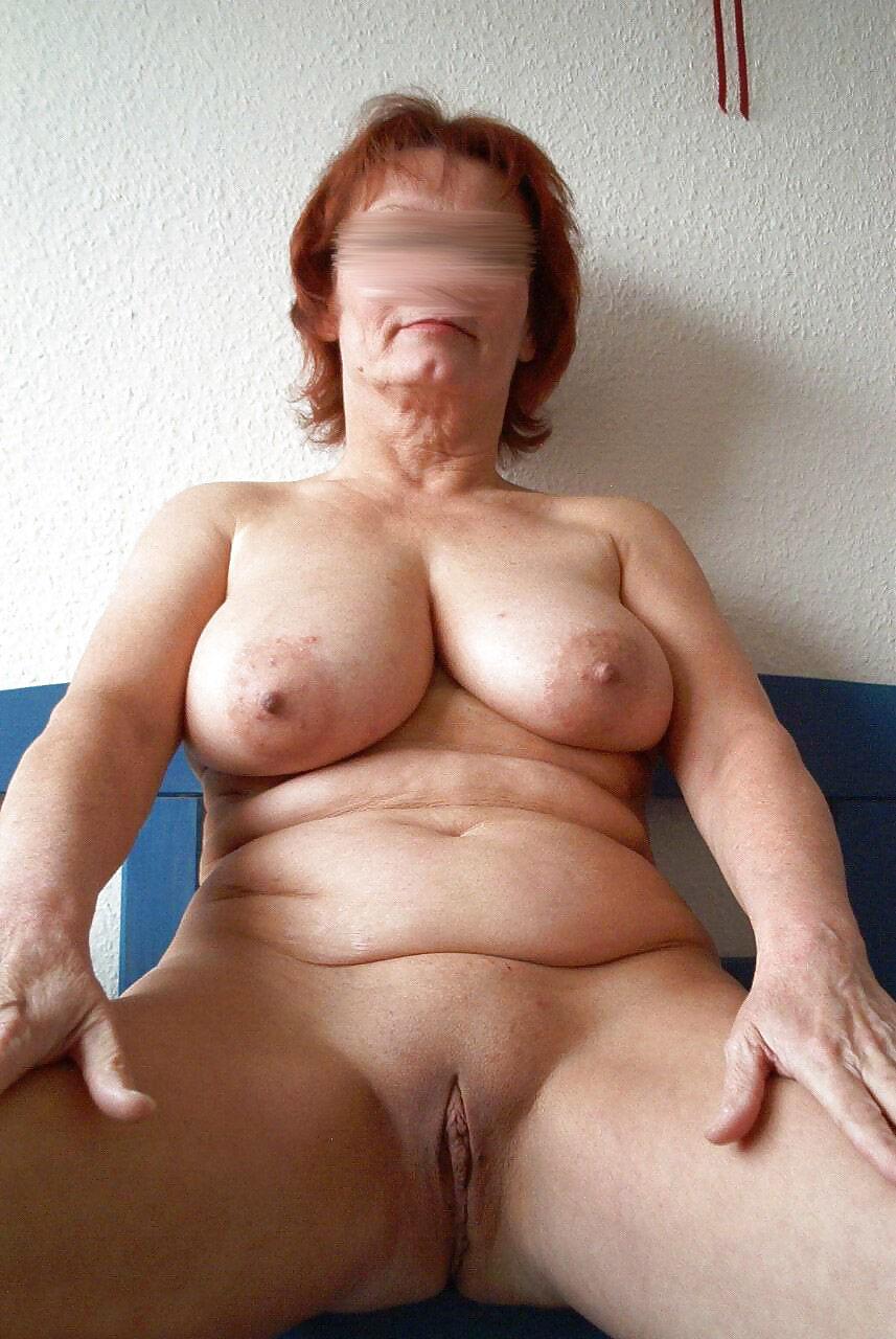Zu hause nackt Eine reife