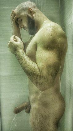Männer schwanz nackte Gay Muskulöse