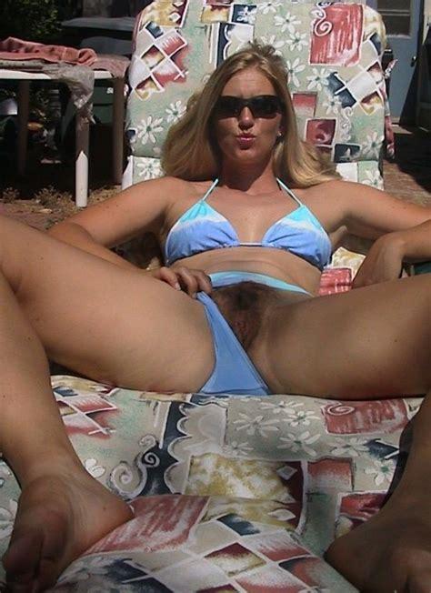 Bikini pussy flash