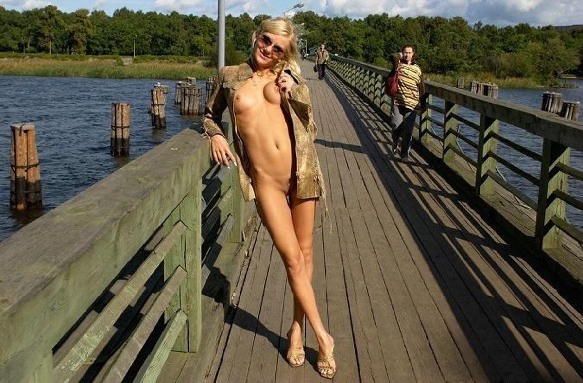 nude angelina jolie lippen – BDSM