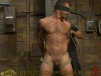 Nackt gefesselt gefoltert frauen und Militätischen frauen