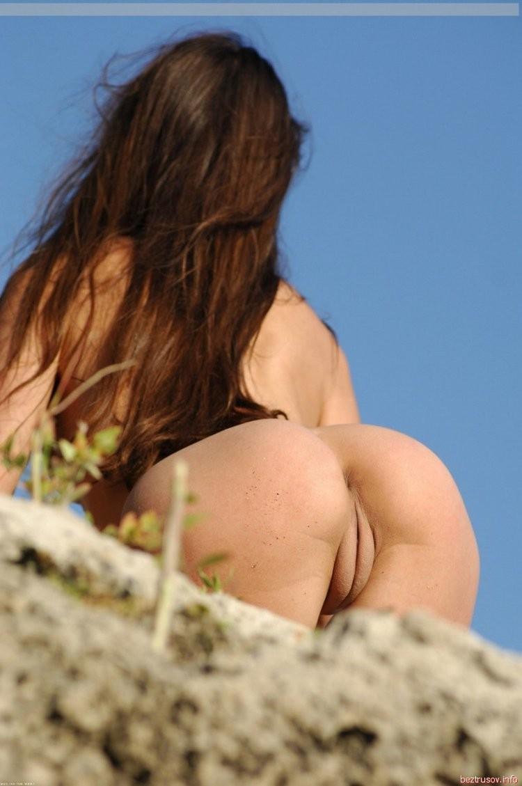 Alison Louder  nackt