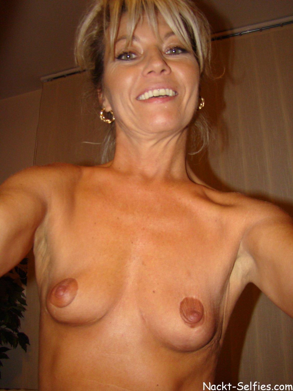 Selfies nackt Nackt Selfie