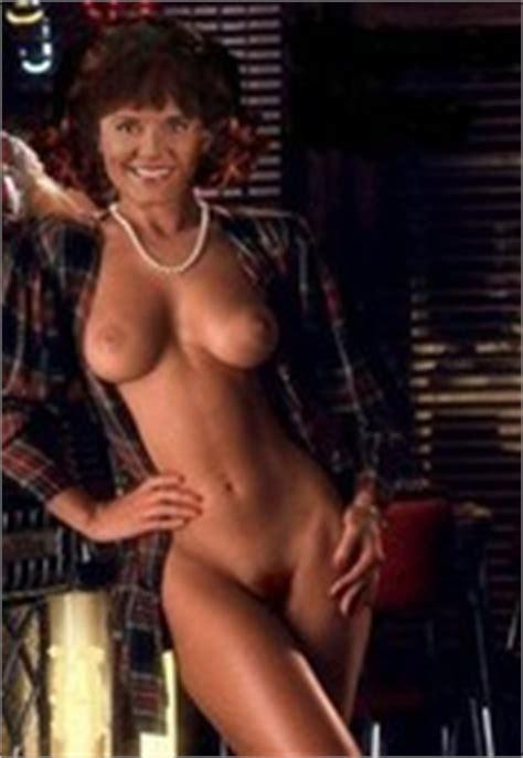 Nackt Amanda Bearse  The Gayest