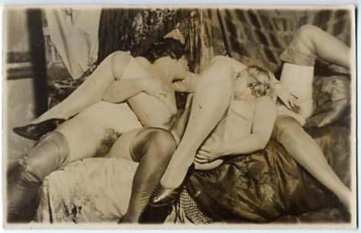 lesbische fingerspiele auf der couch – Erotic